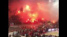 Anadolu Efes maçında Olympiakos tribünü… Salonda aşk başkadır!