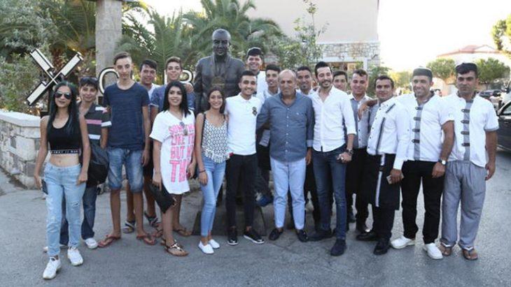 Selahattin Aydoğdu'nun heykeli dikildi