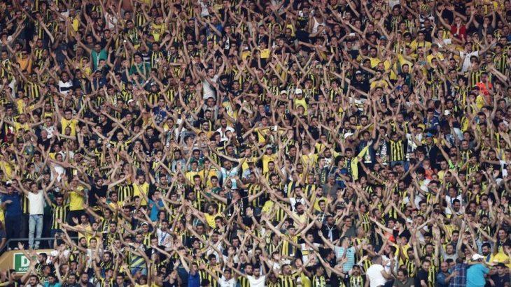 Fenerbahçe taraftarı derbi maçına hücum ediyor